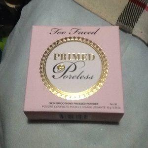 Too faced primed poreless powder